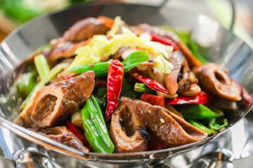 江湖菜肥腸香鍋的做法竅門,肥腸香鍋怎么做好吃
