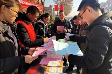 泊里镇开展宪法日集中宣传主题活动