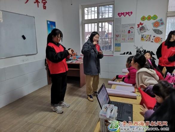 青岛职业技术学院公益课程走进张家楼镇流动少年宫
