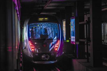 """青岛造碳纤维""""智慧列车""""加速驶向量产"""