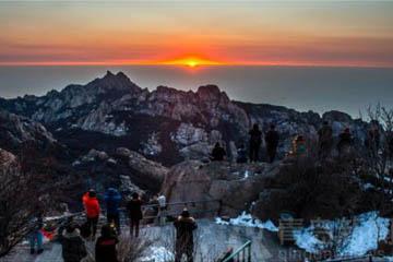 冬天到崂山之巅看海上日出 万千气象动人心魄