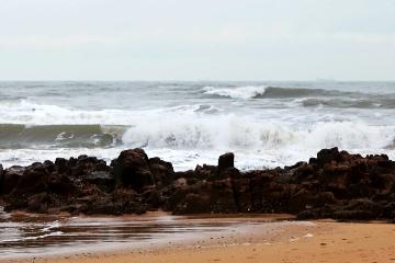 寒潮來襲海浪高