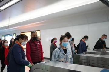 春暖花开,青岛地铁客流平稳有序