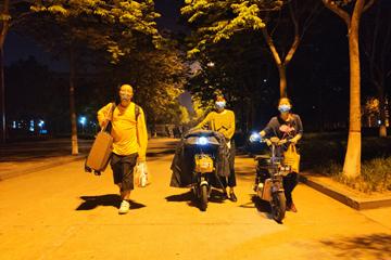 """中国石油大学(华东)护航学生""""回家路"""" :24小时守护,一个也不落下"""
