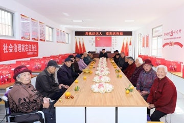 "Xin视频|""美食村""里敬老迎重阳"