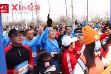 Xin视频丨两千余跑者丈量最美赛道