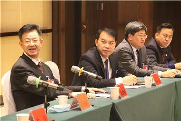 区二届人大五次会议举行分组审议