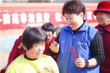 Xin视频|学雷锋 志愿者在行动
