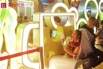 Xin视频|热闹灯会扮靓啤酒城夜晚