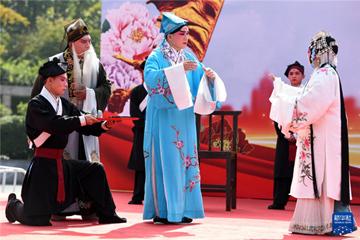 石家庄:传统剧目演出丰富假期生活