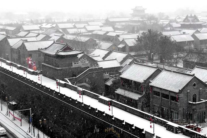 青岛鼠年初雪飘落 雾雪雨一片茫茫世界