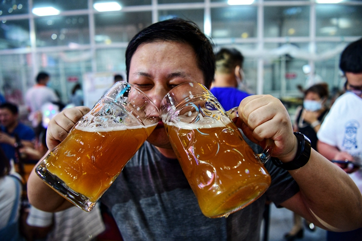 来金沙滩啤酒城,纵享激情狂欢夜