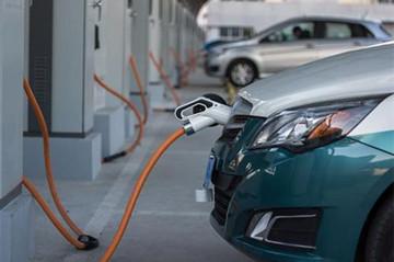 """科技巨头加盟研发!中国新能源车上演""""速度与激情"""""""